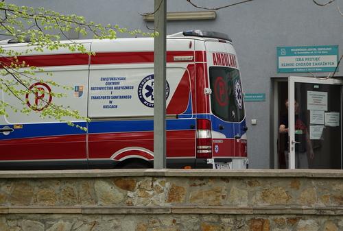 kielce wiadomości Ognisko zachorowań na COVID-19 w Ostrowcu. Kolejna śmiertelna ofiara w regionie