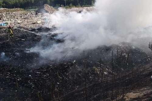 kielce wiadomości Strażacy walczyli z pożarem wysypiska śmieci w Promniku