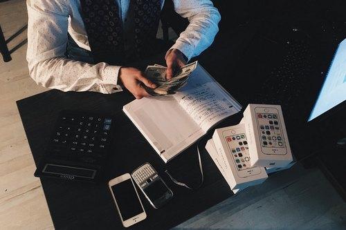 kielce wiadomości Pożyczka na raty i pożyczka pod zastaw. Który produkt pozabankowy jest lepszy?