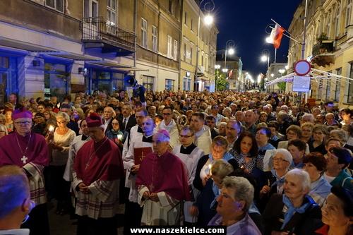 kielce wiadomości Ulicami Kielc przeszła procesja z obrazem Matki Boskiej Kieleckiej (ZDJĘCIA,WIDEO)