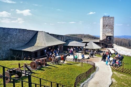 kielce wiadomości Rekordowy rok zamku w Chęcinach. Warownia przyciągała tłumy