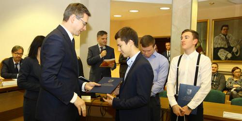 kielce wiadomości Marszałek przyznał stypendia dla studentów ze Wschodu