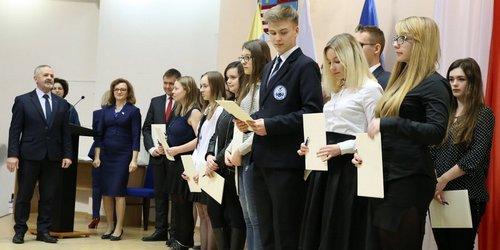 kielce wiadomości Najlepsi uczniowie ze stypendium od premiera
