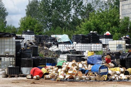 kielce wiadomości Toksyczne odpady nadal zagrażają mieszkańcom Nowin