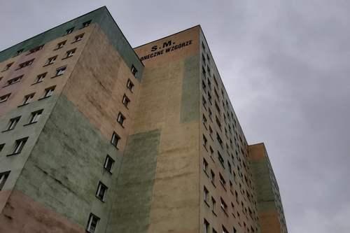 kielce wiadomości Mężczyzna wypadł z piątego piętra. Nie żyje