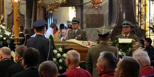kielce wiadomości Trwają uroczystości pogrzebowe bp. Kazimierza Ryczana. Pogrzeb we wtorek o 15 (ZDJĘCIA,WIDEO)