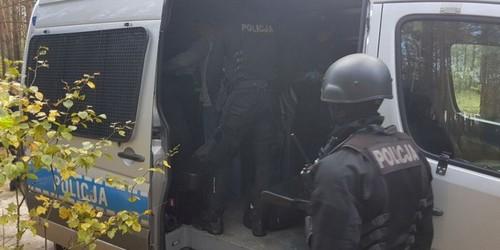kielce wiadomości Kieleccy policjanci udaremnili ustawkę kiboli w okolicach Łopuszna (ZDJĘCIA)