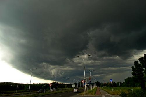 kielce wiadomości Uwaga na silny wiatr i burze w regionie. Wydano ostrzeżenie drugiego stopnia!