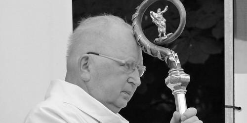 kielce wiadomości Rozpoczyna się ostatnie pożegnanie Biskupa Ryczana. Centrum Kielc zamknięte