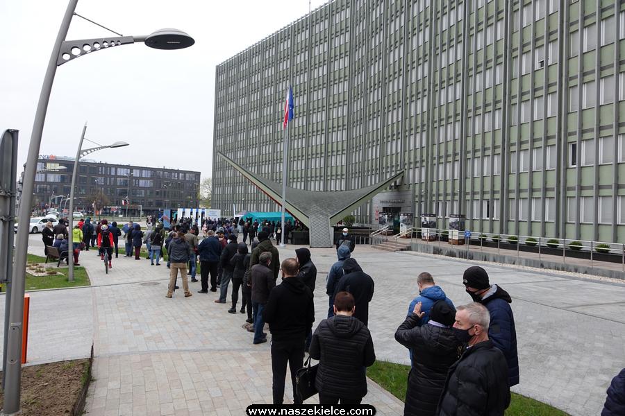 Szczepienia przed Urzędem Wojewódzkim będą kontynuowane