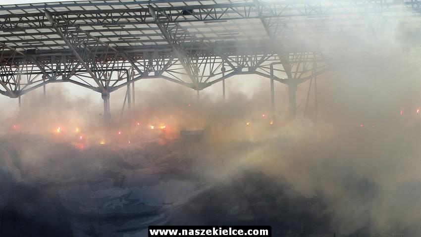 Kielczanin wniósł race na stadion Korony. Grozi mu 5 lat więzienia