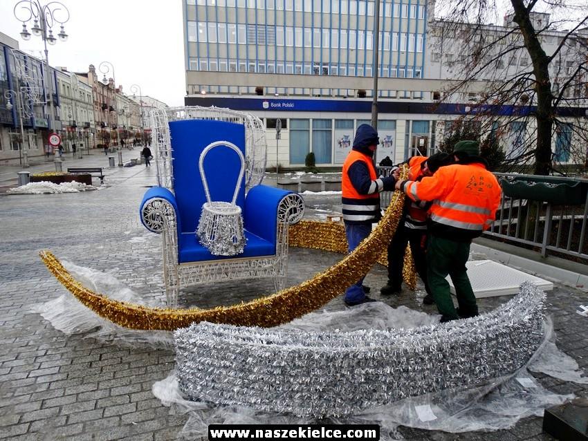 Montują świetlny fotel na ulicy Sienkiewicza 02.12.2016