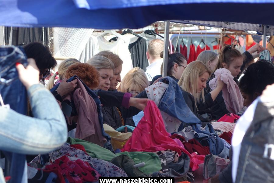Tłumy na bazarach 08.04.2018