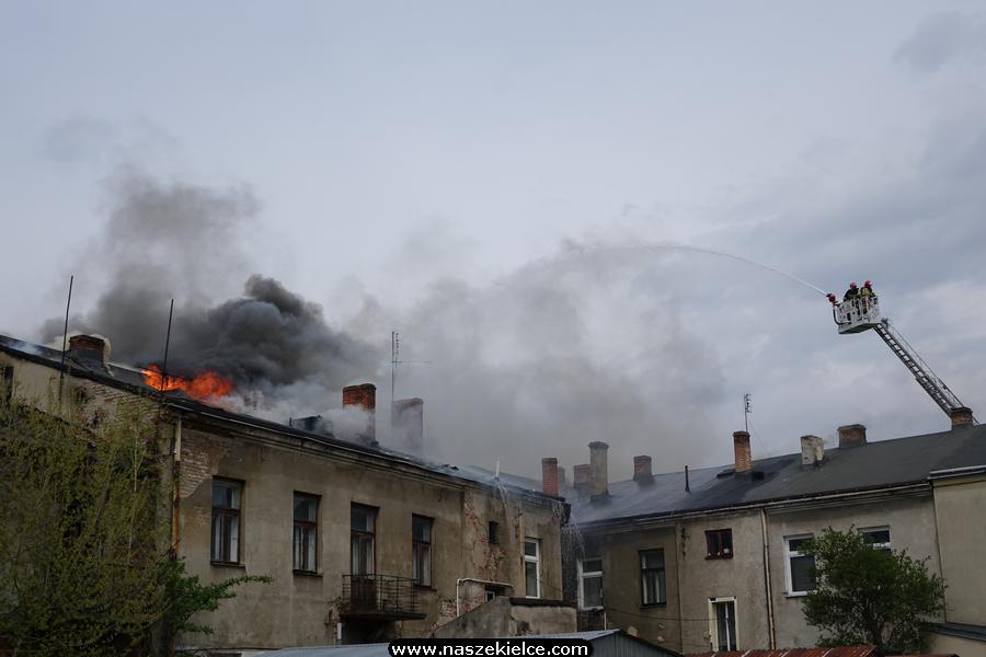Pożar kamienicy w centrum Kielc 04.05.2021