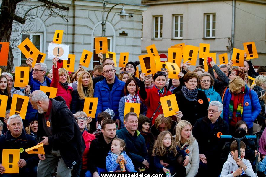 Protest na Rynku dla strajkujących nauczycieli 17.04.2019