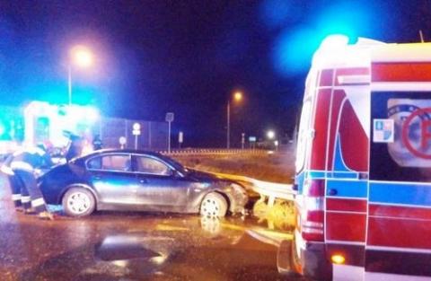 kielce wiadomości BMW przeleciało przez rondo w Cedzynie. Kierowca miał 3 promile