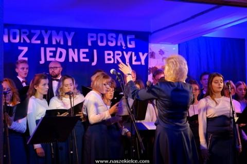 kielce wiadomości Zaśpiewali dla nauczycieli. Niezwykły koncert w Liceum Słowackiego (ZDJĘCIA)