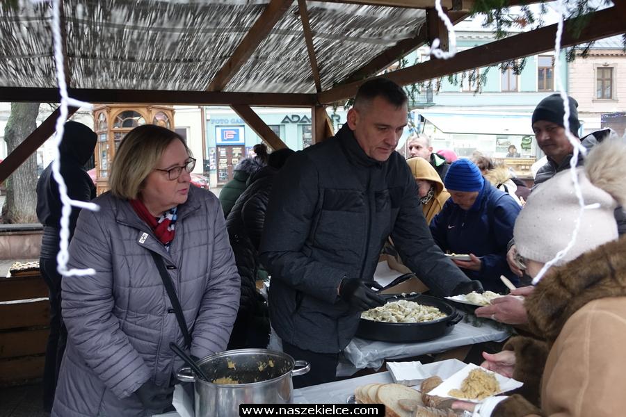 GALERIA ZDJĘĆ: Wigilia dla potrzebujących na Rynku w Kielcach 22.12.2019