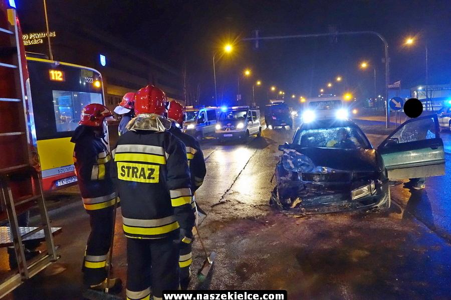 Audi uderzył w autobus miejski (ZDJĘCIA,WIDEO)