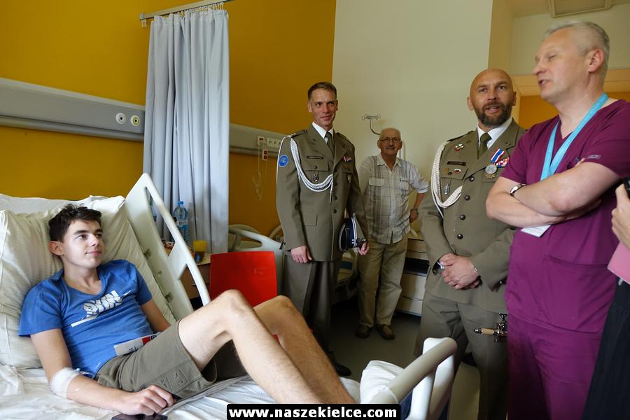 Żołnierze z Bukówki z wizytą u małych pacjentów 15.08.2019